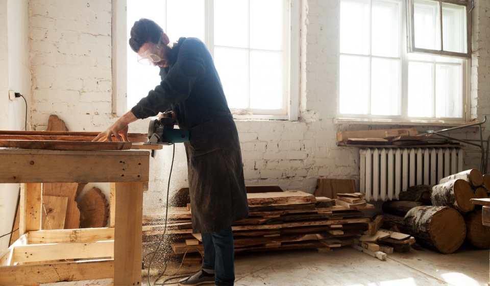 How-Line-Matrix-Printers-Reduce-Risk-in-the-Woodworking-and-Furnishing-Industry